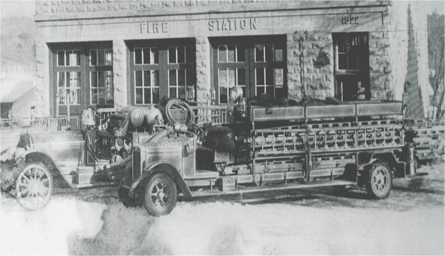 First_Motorized_Ladder_Truck